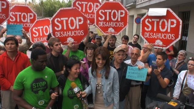 plataforma_de_afectados_por_la_hipoteca_tras_impedir_un_deshaucio